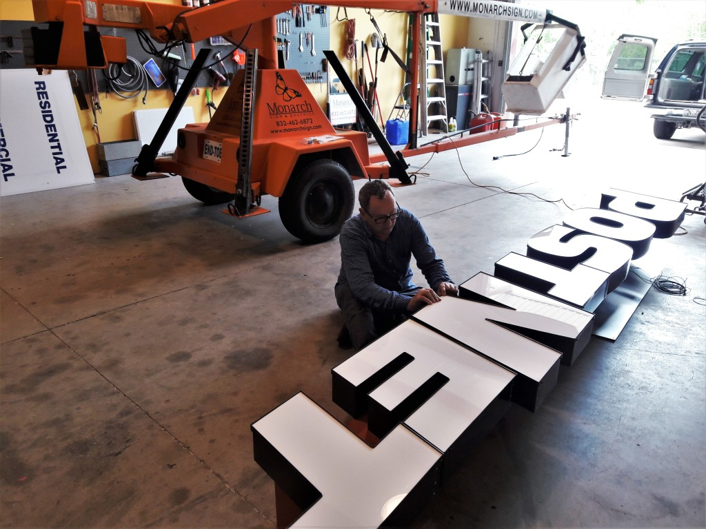inspecting channel letter sign