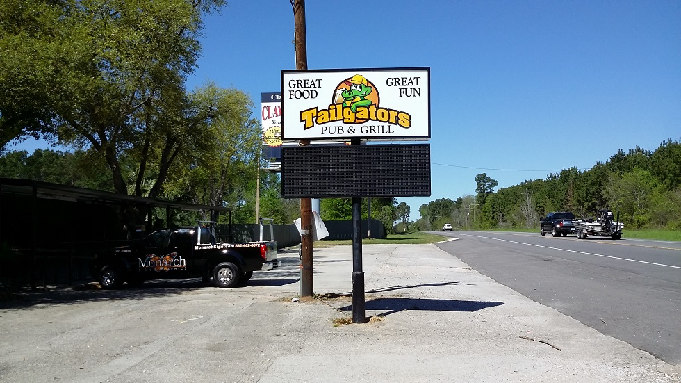 Willis, Texas – Custom Cabinet Sign with Illumination Made for Tailgators Pub & Grill